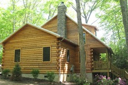Tranquil Woods, Private, Firepit, Playhouse, hot t - Linville - Casa de campo