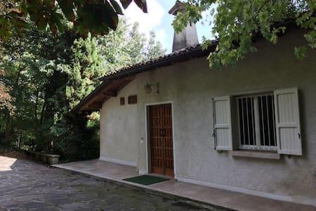 Ampio bilocale in villa signorile - Villa