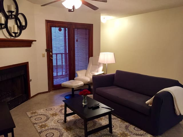 Historic Pearl District Condo Unit C-Downstairs - Tulsa - Appartement