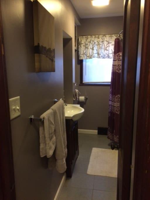 Convenient clean full bath