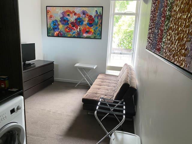 Newmarket Apt 32. Entire Studio Loft Lux Bed Linen