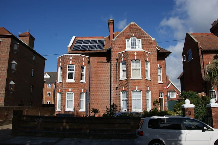 Studio 2 - One Helena Road Serviced Apartments - Portsmouth
