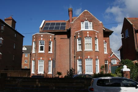 Studio 2 - One Helena Road Serviced Apartments - Portsmouth - Betjent leilighet