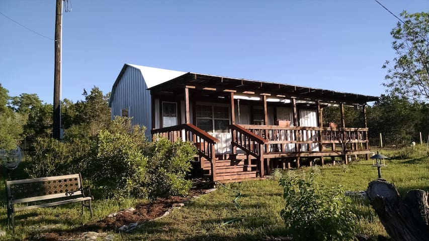 Sunset Retreat - A Quaint Hill Country Cabin - Bulverde - Cabin