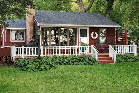 Cozy Lake Minnetonka Cottage by Minneapolis
