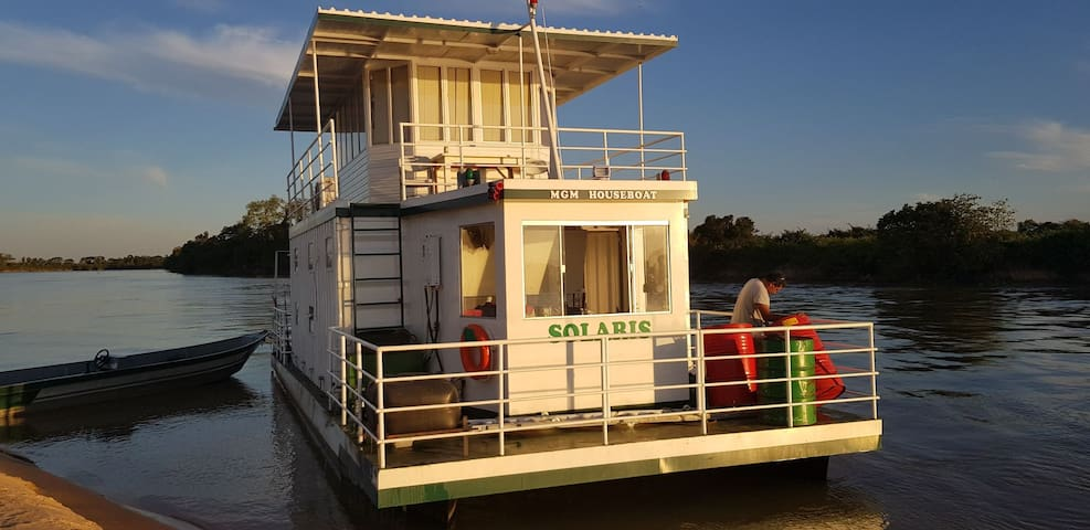 Pantanal Adventure - rent the Solaris Houseboat