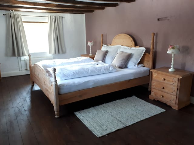 großes Schlafzimmer Obergeschoss