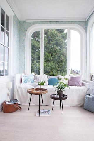 Lovely bright living room/wintergarden. With sofa/bed.