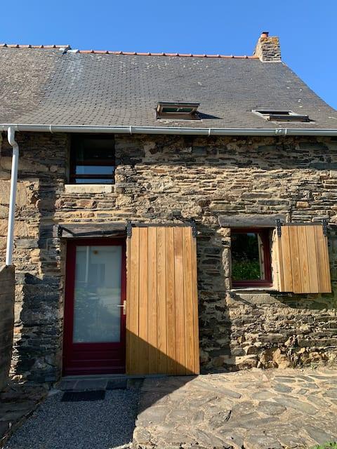 Petite maison dans longère bretonne