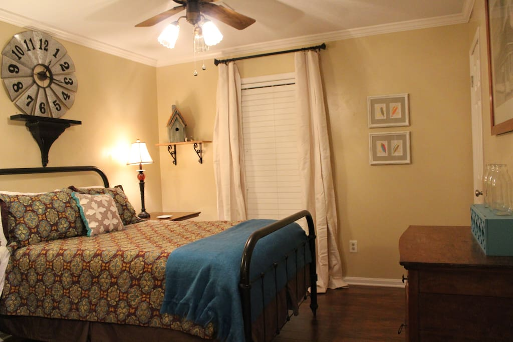 """""""The Golden Windmill Room"""" with a Jack & Jill bathroom entrance in the room"""
