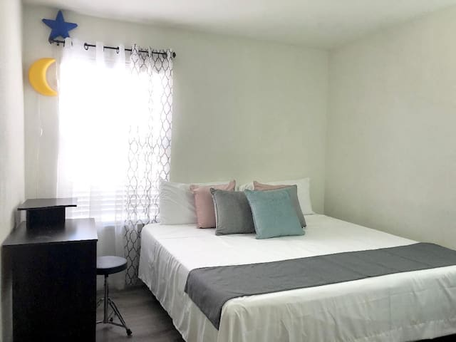 Deluxe Woodland Private Suites 1 King Bed 1 BR