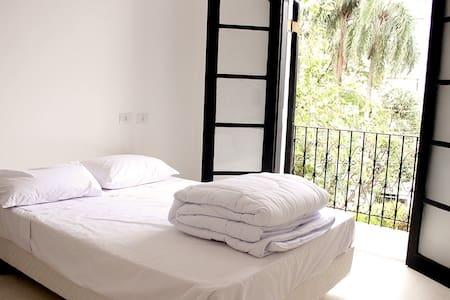 Dorm Noronha: Cama de Casal/double bed with private bath