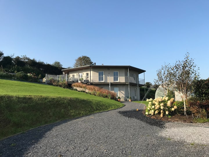 Glenmore Villa (Botanical room)
