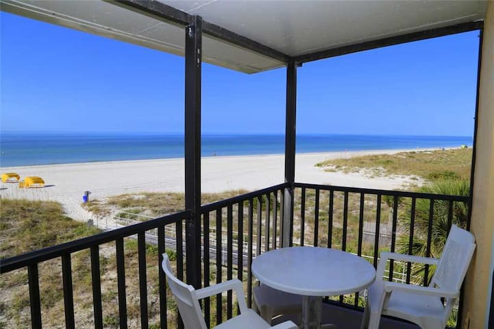 Direct Beach Front Balcony Corner Unit Top Floor - Free Wifi - Sleeps up to 4 - 348 Surf Song - #348 Surf Song Resort