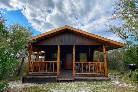 Cabin at Sunset Ranch near Medina Lake - Studio