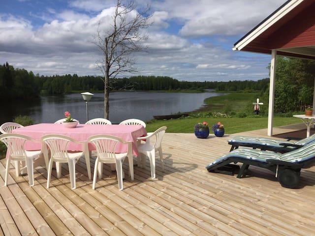 Huvila mukavuuksin jokimaisemalla - Tornio - Haus