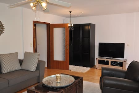 Big apartment with private garden - München - Apartment