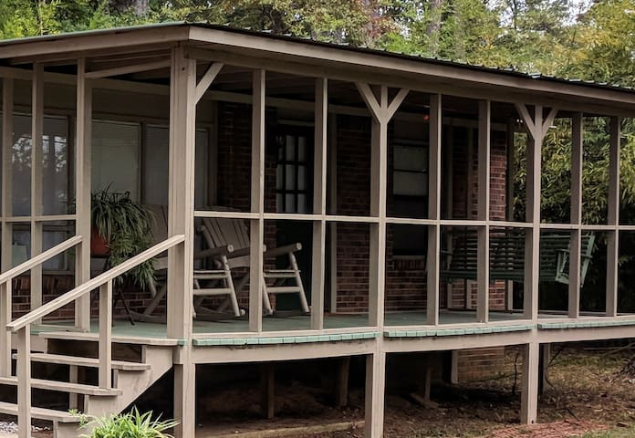 Lakeside Entire Cottage Near Natchitoches Sleeps 6