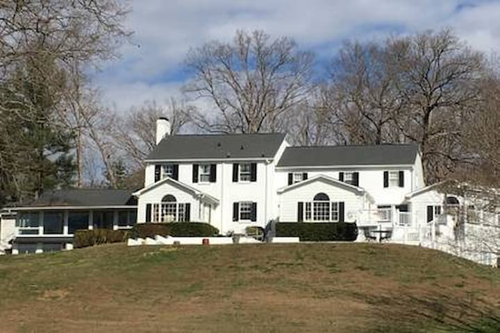 The Rose Room- Manor House @ Tall Tree Farm
