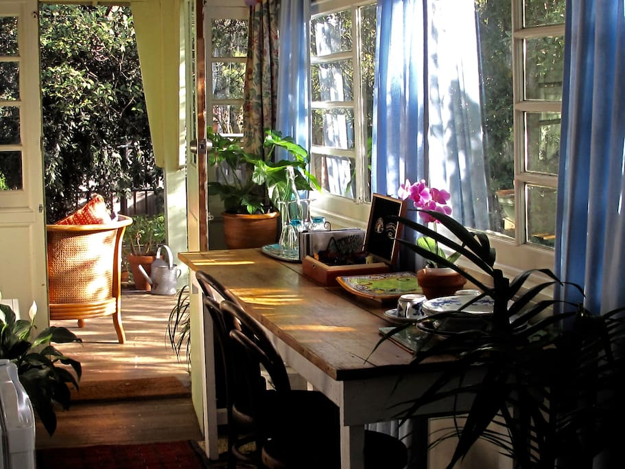 Sunroom - sitting/breakfast room
