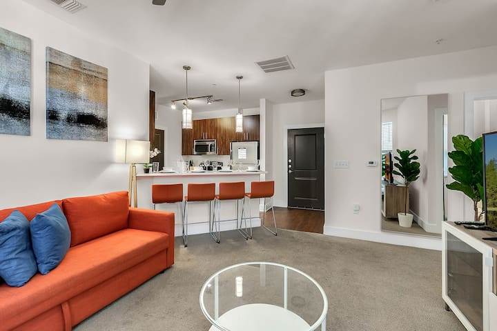 NUOVO | Spacious 2 Bd/2 Bth Downtown Apartment