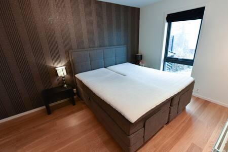 Stort soverom, garderobe & stort bad i moderne hus - Oppegård - Huis