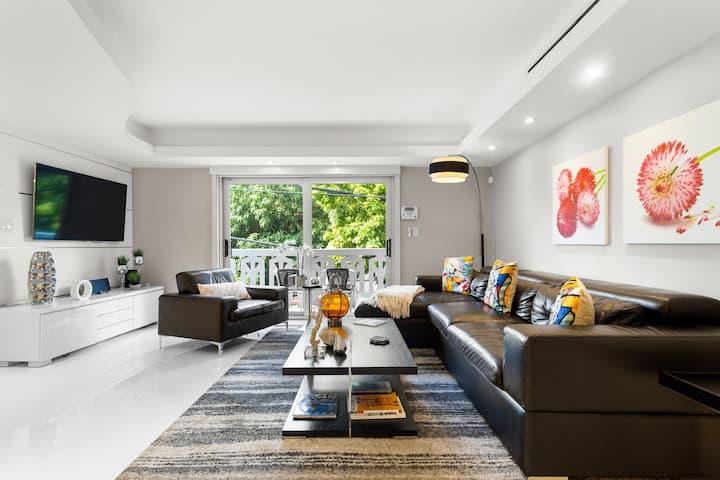 LOVELY MODERN apartment in Miami Beach.