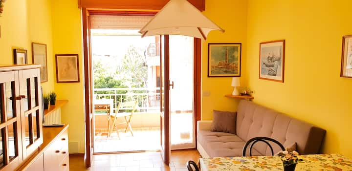 Sunny apartment in centre + private parking