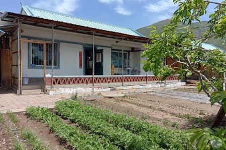 长白县朝鲜族特色农家院,天池南坡、望天鹅、朝鲜天池东坡,代办朝鲜天池东坡两日游
