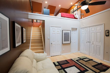 Cozy Modern Loft Suite - DC Metro / Belvoir / NGA - Springfield
