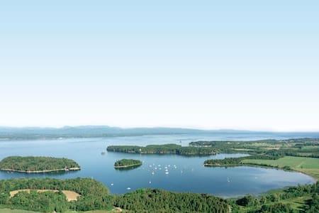 """Lake Champlain Summer Island Cabin """"Cedar"""" - Charlotte"""