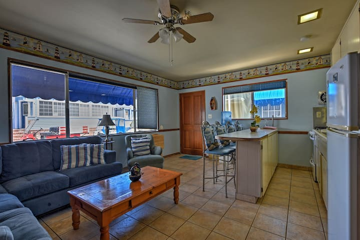 The downstairs unit boasts 1,000 square feet, 3 bedrooms, and 1.5 bathrooms.