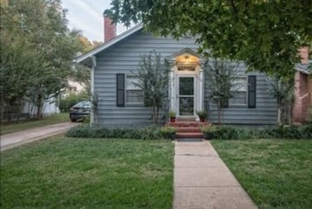 Urban Getaway, 2 Blocks from OU & Football Stadium - Norman - Casa