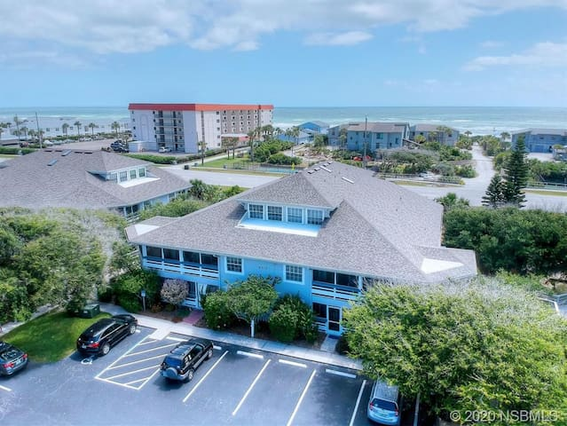 Gorgeous NSB Beach Bungalow (Steps from the Ocean)