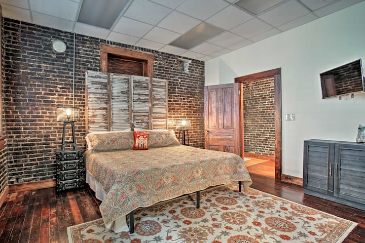 Sleep soundly in this great room.