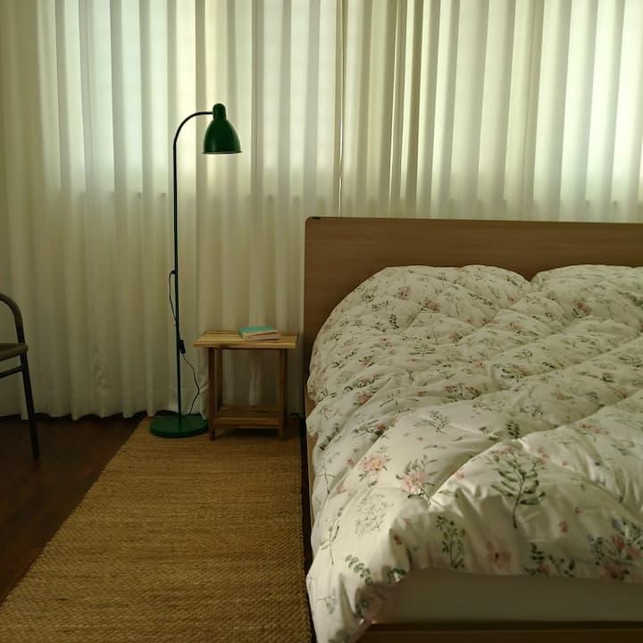 세컨하우스101, 32평형 침실2, 욕실2, 거실, 금능 해수욕장 도보 7분