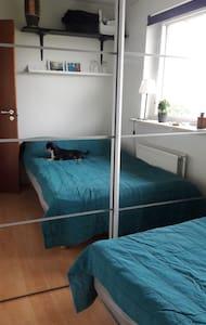 Lille værelse i privat hjem.