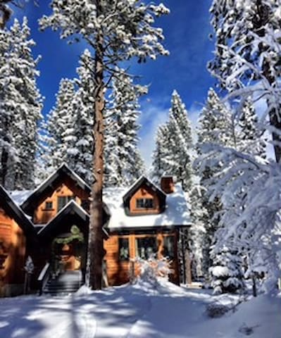 Custom Mountain Apartment - Business Ready - Truckee