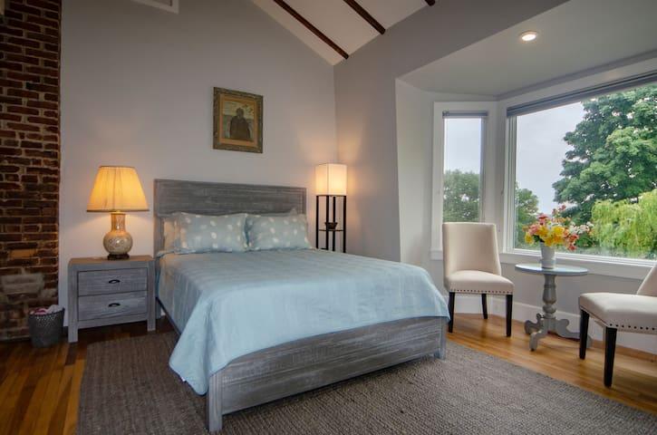 Bedroom bay