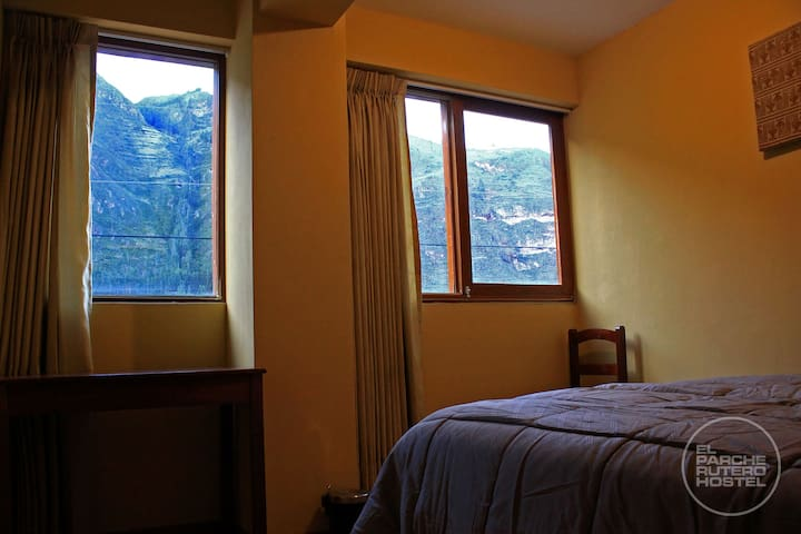 SINGLE PRIVATE ROOM WITH VIEW TO THE MOUNTAINS (1)
