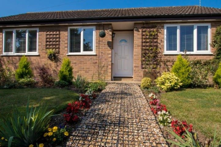 Number 5 holiday cottage and a home from home - Wortwell - Бунгало