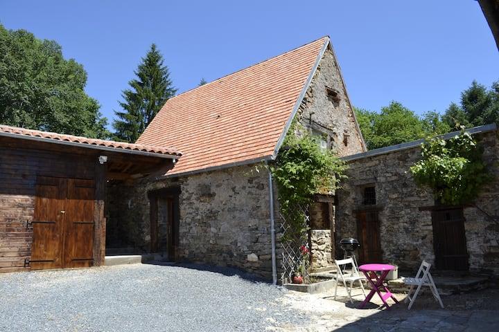 Petite maison en pierre à Jumilhac le grand.
