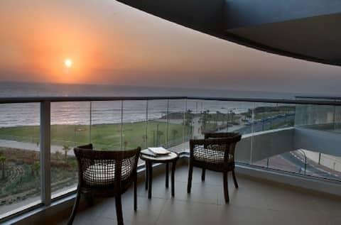 65 meter + balcony SEA VIEW apartment!