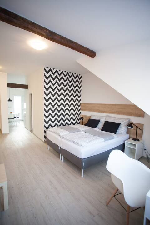 Cosy roof apartment,fully equipped,free parking!