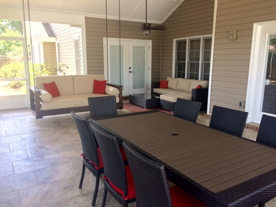 Screened porch (shared space)