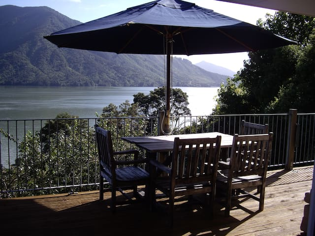 Moetapu Bay Retreat