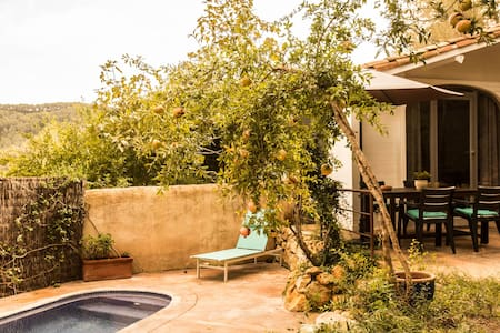 Cottage with Private Garden& Pool - Canyelles - Casa