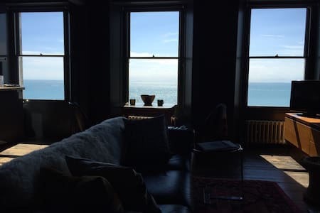 Eclectic decadance. And a breathtaking view. - Ramsgate - Pis