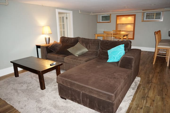 Cozy in-law suite, Near downtown!!