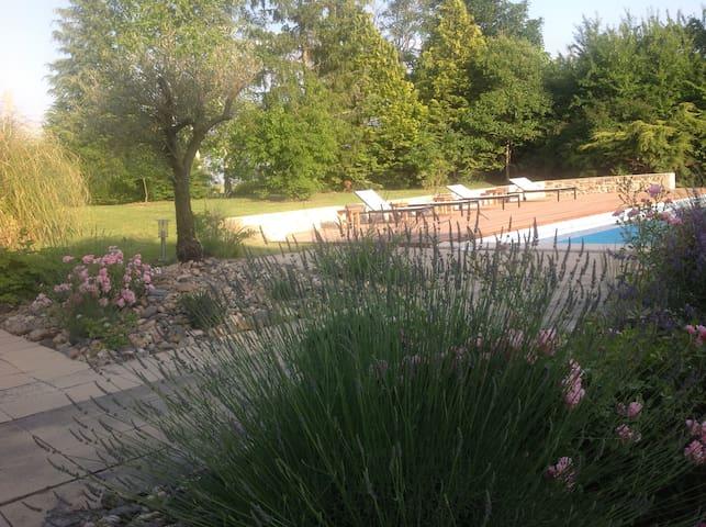 Chambres confortables avec piscine à la campagne